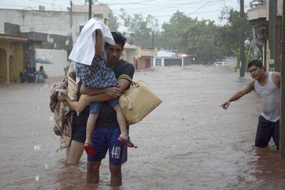 Protección Civil activó el Plan DN-III-E con el apoyo de la 4° Zona de la Secretaría de la Defensa Nacional y la 4° Región Naval de la Secretaría de Marina y para coordinar acciones de evacuación y auxilios en las comunidades de Guaymas, San Ignacio Río Muerto y Álamos.