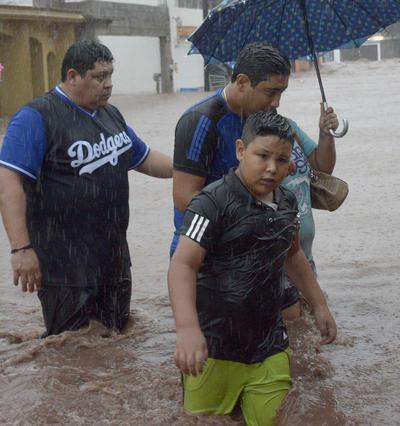 En el estado de Sonora, la Secretaría de Educación Pública (SEP) suspendió clases en 18 municipios del centro y sur del estado.