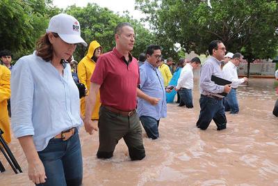 Más temprano este jueves el gobernador Quirino Ordaz Coppel solicitó a la Segob la declaratoria de zona de emergencia y, posteriormente, zona de desastre para la región norte y centro del estado, con el fin de que se liberen recursos para enfrentar la emergencia.
