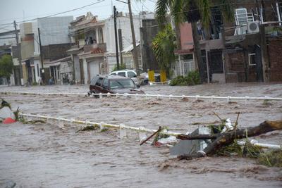 Hasta el momento son 1,200 las personas en el municipio de Ahome que han tenido que salir de sus hogares para refugiarse en albergues.