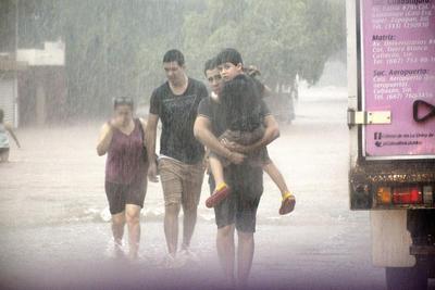 La depresión tropical 19-E ha causado las lluvias más intensas de los últimos 10 años, dejando afectaciones, inundaciones y una persona muerta por electrocución en Sinaloa.