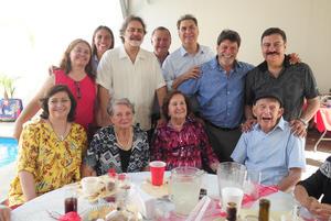 21092018 FESTEJAN EN FAMILIA.  Aristeo Cantú González celebró 95 años de vida en companía de su esposa, Concepción, y sus hijos, Aristeo, Carlos, Enrique, Conchita, Armando, Mauricio, Beatriz y Pilar.