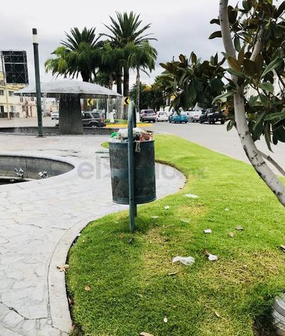 Bulevar Domingo Arrieta. Es necesario que la autoridad competente retire constantemente la basura de los contenedores públicos, para evitar que esta se disperse. (EL SIGLO DE DURANGO)