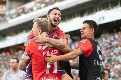Jugadores de Veracruz festejan el gol del empate.