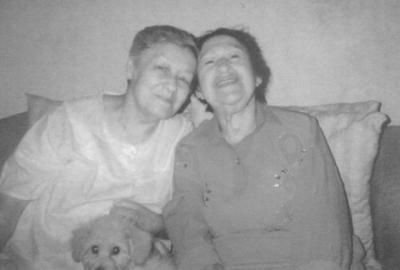 23092018 Ana María y Alicia Velázquez Gómez en 1989.