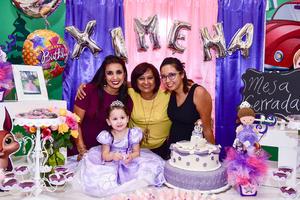 24092018 CUMPLE 3 AñOS.  Ximena González Rodriguez acompañada de su mamá, Sandra Rodríguez, su abuelita, Teresa Simental, y su tía, Tere Rodríguez.