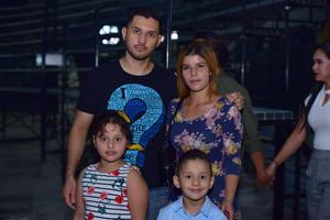 22092018 EN FAMILIA.  Roberto, Cristal, Noemi y Roberto.