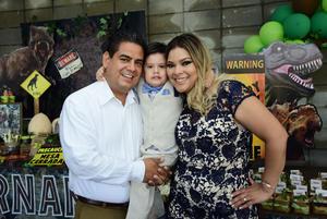23092018 FELIZ CUMPLEAñOS.  Christian Fernando Andrade Martínez con sus papás, José Fernando Andrade y Cristina Martínez, en su fiesta por su cumpleaños número tres.