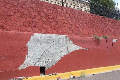 Afectación. El paso del tiempo y el maltrato, no dejan de evidenciarse en los muros de esta área de esparcimiento.