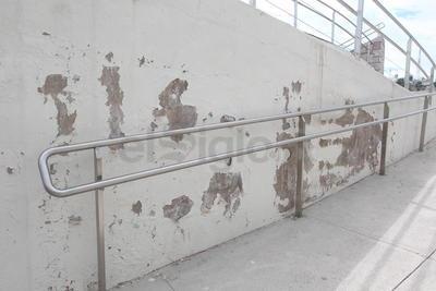 Daño. La humedad ha provocado daños en la pintura de los muros, es evidente el desprendimiento que genera un aspecto poco estético en el área. (EL SIGLO DE DURANGO)