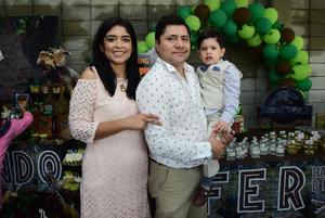 25092018 CUMPLE TRES AñOS.  Christian Fernando Andrade Martínez con sus padrinos: Alejandro Rivas y Claudia Martínez, en su fiesta de cumpleaños.