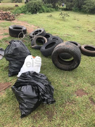 Entre los asistentes sacaron un par de toneladas de basura de los alrededores de la presa Garabitos.