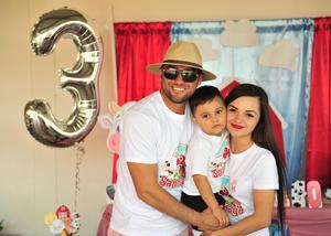 26092018 DE FIESTA.  Chato, Santiago y Andrea.