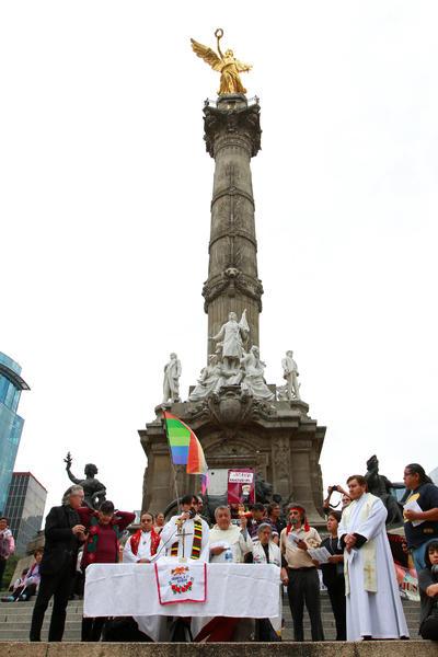 Previo a que se iniciara la manifestación, hubo una misa por los jóvenes desaparecidos.