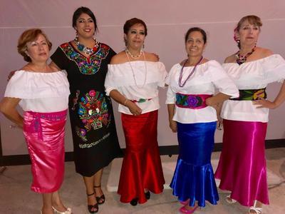 27092018 Lucy, Nena, Tere, Lauris y Güera en pasada fiesta mexicana.