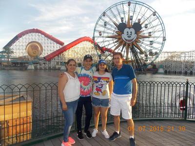 27092018 Jesús y familia en Disney