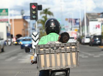 Además del peligro, circular sin casco en una motocicleta representa una infracción al reglamento, que resulta onerosa.