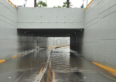 De acuerdo con el reporte de la Comisión Nacional del Agua (Conagua), las lluvias continuarán de forma intermitente en lo que resta del día y para mañana sábado pero se espera que sea de menor intensidad, es decir, de ligera a moderada.
