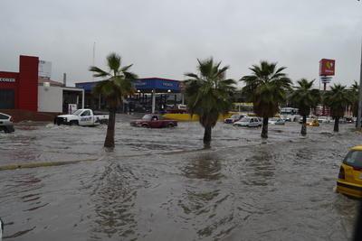 Disminuyó el transporte público hacia aquella parte de la ciudad y la lluvia, aunque ligera, no ha cesado.