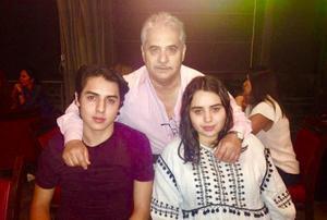 30092018 CELEBRAN EN FAMILIA.  Felipe García festejando el cumpleaños de sus nietos, Felipe y Ana Karen.