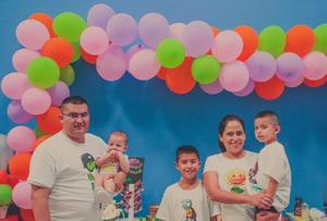 30092018 FELIZ CUMPLEAñOS.  Jesús Gilberto Flores Chacón en su fiesta en la que estuvo acompañado por familiares y amigos.