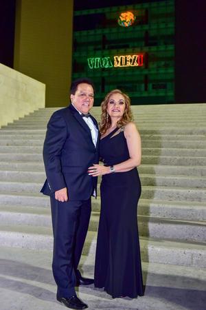 30092018 EN RECIENTE EVENTO.  Gerardo Márquez y Rosy de  Márquez.
