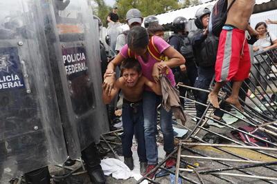 Viajan lo mismo hombres, que jóvenes, mujeres y niños.