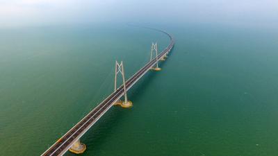 El puente marítimo más largo del mundo fue inagurado hoy.