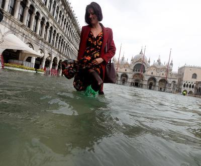 Es por las crecidas de 149 centímetros (más de 58.5 pulgadas) sobre el nivel del mar.