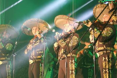 Clásicos de Alejandro Fernández y Luis Miguel, entre ellos 'Como quien pierde una estrella' y 'Sabes una cosa', sonaron en la velada.