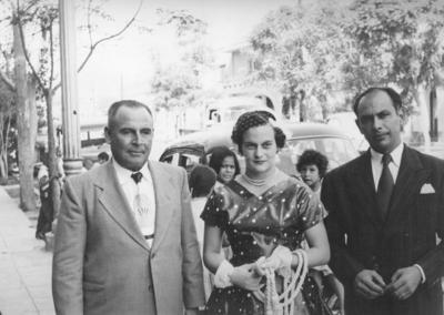 Sr. Alfonso Galván Castro (f), Sra. Amabilia Galván y Sr. Everardo Ríos Agüero (f) en 1955.