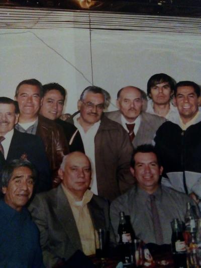 Locutores en su mes celebrando hace algunos ayeres: Felipe Reyes, Miguel Salas Páez, Alejandro Rodríguez y Chevo, entre otros.