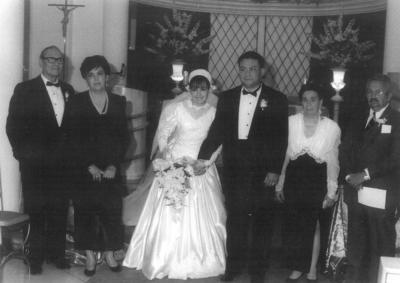 Dinorah Aguirre y Jorge Wah acompañadospor sus padres, Guillermo Wah, Olga Robles; Fco. Aguirre y Consuelo Pacheco, en noviembre de 1994.