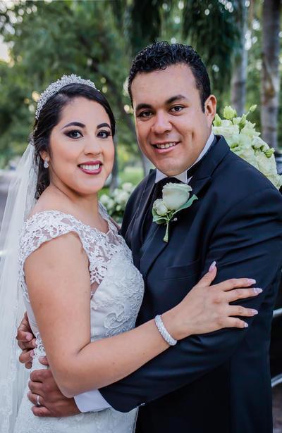 30092018 Hellen y Mario contrajeron matrimonio. La pareja estuvo acompañada por sus padres, amigos y familiares, quienes se dieron cita en Hacienda Mi Ranchito.