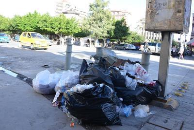 Grandes bolsas negras y cajas se pueden apreciar en el Paseo Morelos e inmediaciones de la Plaza de Armas y de la Plaza Mayor.