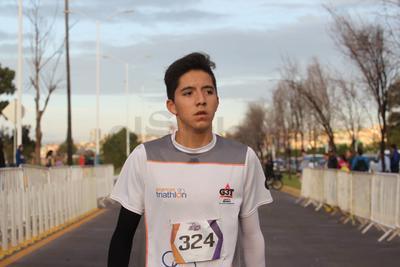 En la distancia de cinco kilómetros, el primer lugar varonil fue para Gabriel García Vélez.
