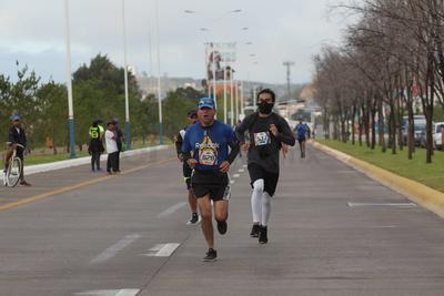 La nueva vialidad Gómez Morín fue testigo del punto de partida y meta.