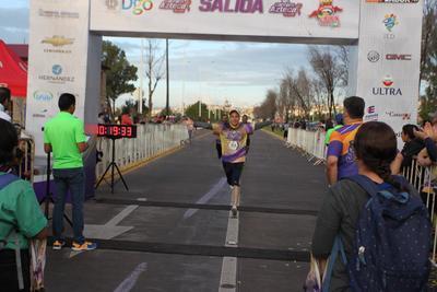 La Carrera Azteca se vivió al máximo con buen número de participantes.