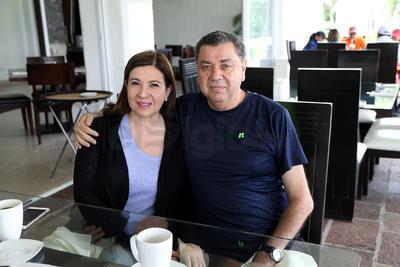 Claudia Salcedo y Rogelio Flores.