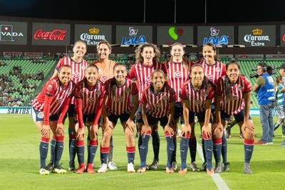 Las Chivas se colocaron en el liderato del Grupo 2 de la Liga MX Femenil, mientras que Santos sigue en la parte baja de la tabla, estancadas en 5 puntos.