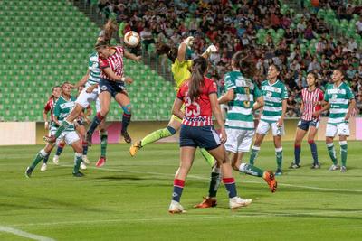 Doblete de Rubí Soto encaminó anoche a las Chivas Rayadas del Guadalajara a vencer a las Guerreras del Santos Laguna Femenil por marcador de 1 gol a 3, en el estadio Corona, dentro de la actividad de la jornada 12 de la Liga MX Femenil.