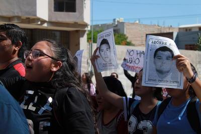 A esta conmemoración se sumó la exigencia al Gobierno federal por la desaparición de los 43 normalistas de Ayotzinapa, hecho que se desató la noche del 26 de septiembre de 2014 en Iguala, Guerrero y que culminó también con el asesinato de otros estudiantes.
