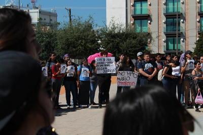 """Los jóvenes expresaron que recordar el 2 de octubre, """"es más que el recuerdo de los muertos, es hacer memoria de aquellos que entregaron sus vidas"""" para abrir un espacio a la democracia y a las libertades ciudadanas."""