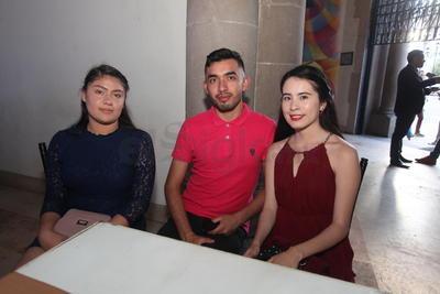 Carolina Silva, Manuel Silva y Carolina Ibarra.