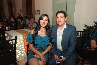 Mariana Rivera y Jesus Olguín.