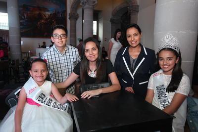 Carola Diaz de León, Carmina Valverde, Fernanda Moreno, Mariana Rodríguez y Adriana Moreno.