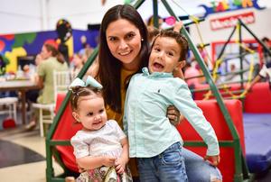 Ale con sus hijos Miriam y Rodrigo