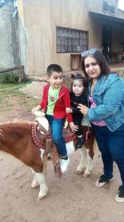 04102018 Ale con sus hijos, Victoria y Paquito.