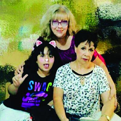 04102018 Tres generaciones: Allison, Caro y Cecy.