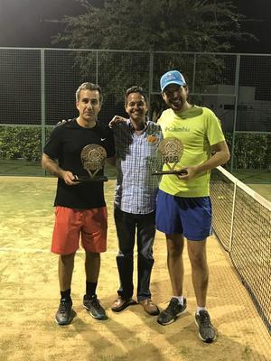 Manolo Jaidar con Rodrigo y Luis campeones de Primera Fuerza